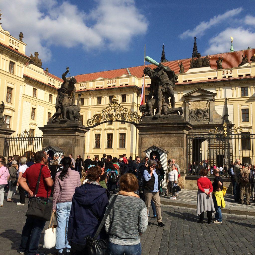 A cada ano a República Tcheca recebe mais visitantes, interessados na arquitetura de quase dez séculos que foi poupada das guerras, do desenvolvimento urbano e dos reveses da história (E.B.)