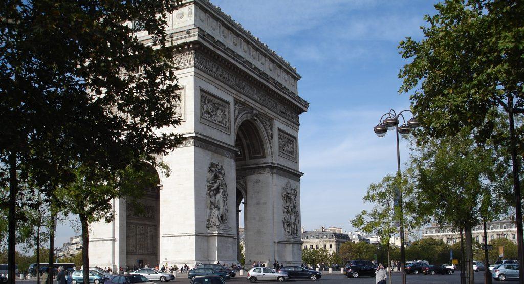 Com 50 metros de altura, o Arco do Triunfo é um dos cartões-postais mais conhecidos e divulgados pelo mundo (Zarcillo Barbosa)