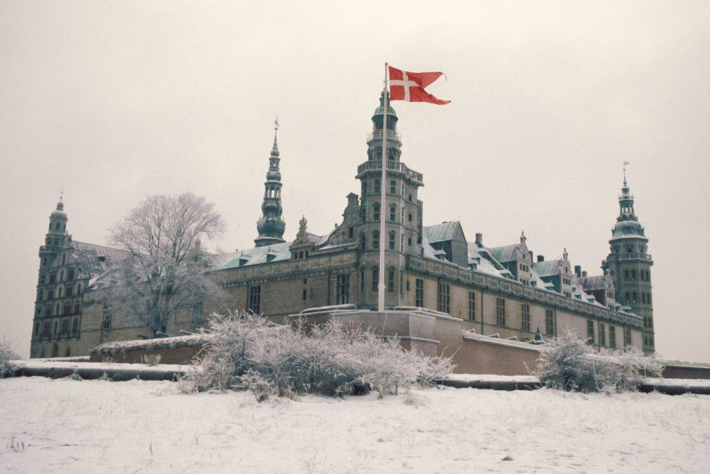 Kronborg Slot i snevejr