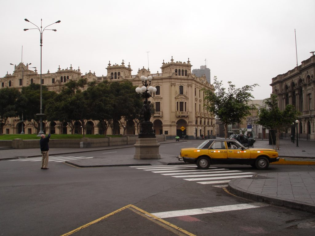 Taxi em Lima é barato e seguro (Foto: Eliane Barbosa)